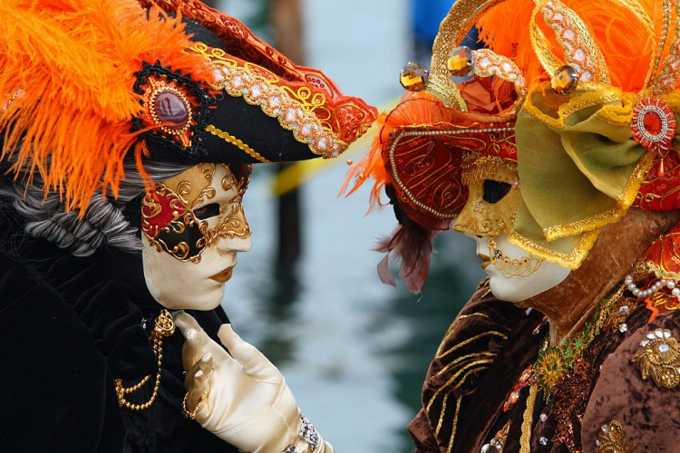 1024px-Venice_Carnival_-_Masked_Lovers_(2010)